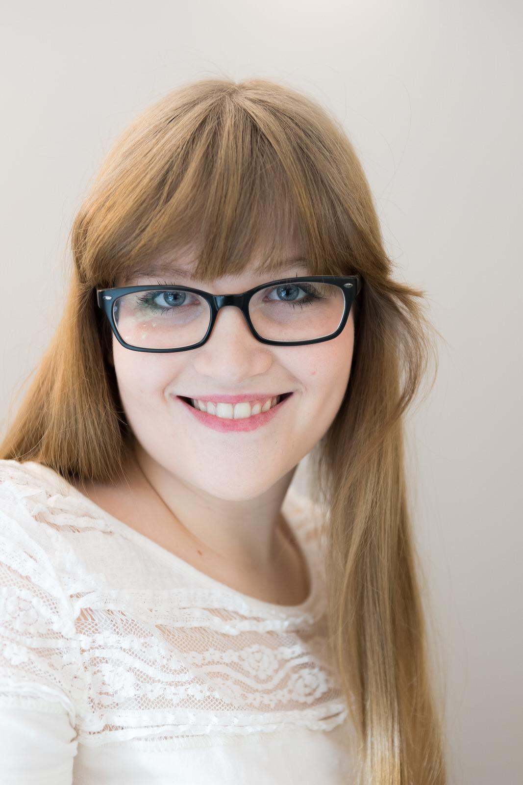 Anna Böhm, Frauenportrait, Brille, Ausbildung zur Schneiderin